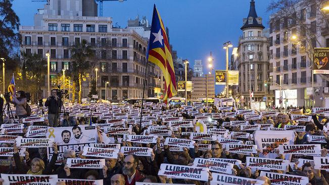 Una de las tantas manifestaciones por la libertad de los presos políticos catalanes. Foto: Dani Ríos/ Ara.cat