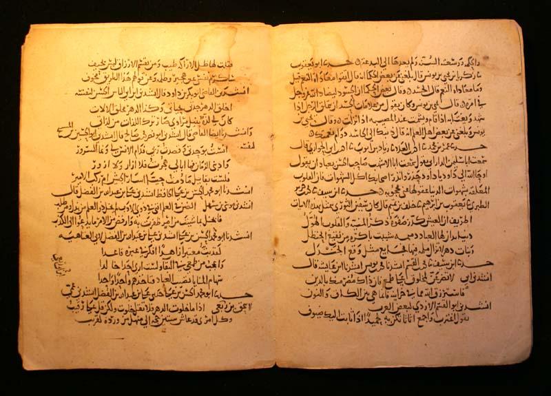 Manuscrito de la colección de cuentos árabes Las mil y una noches.     Fuente:   Wikipedia