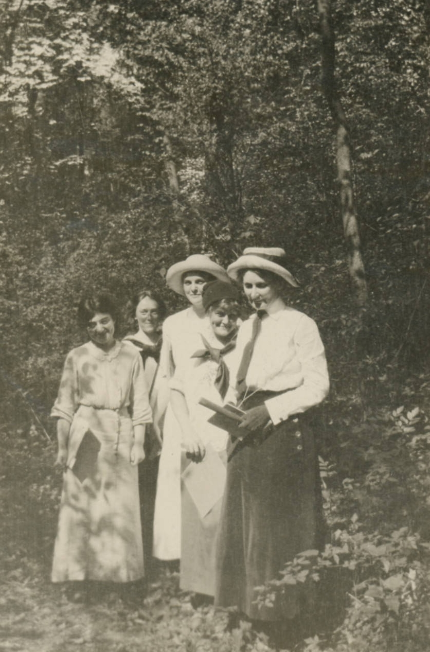 Professor Florence Bascom leads her students on a geology field excursion, 1913.    Bryn Mawr College Archives