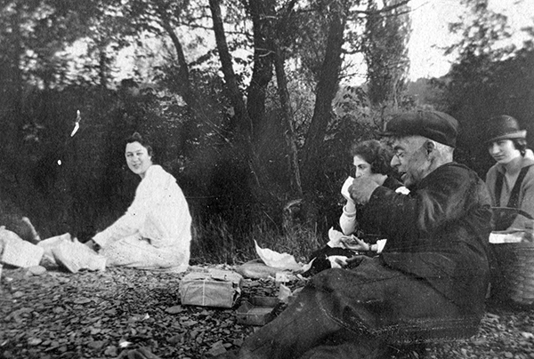 Palmer (left) with her classmates and Professor Gilbert Harris on a geology field trip in 1919.