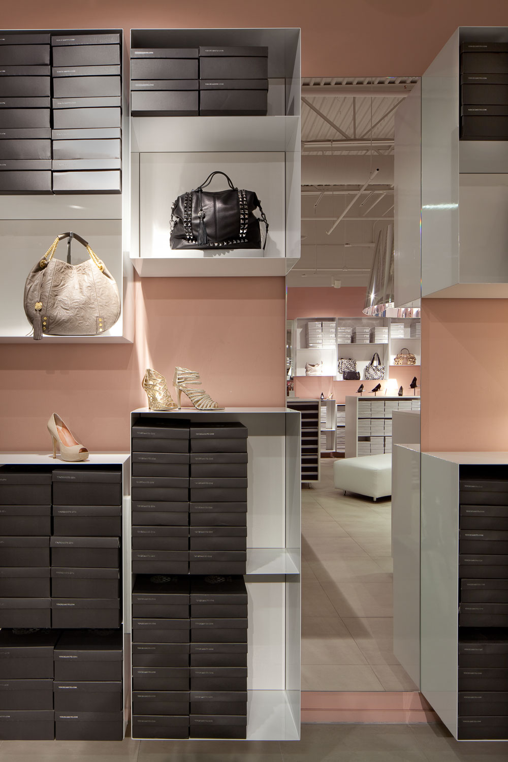 Vince Camuto Outlet Store Design