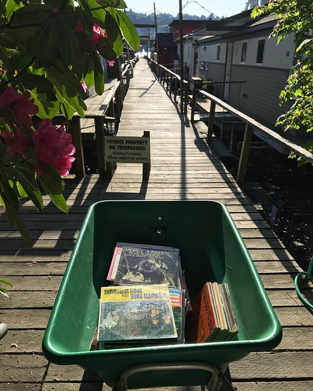 🗺🛶⛵️🎶Just bought a wheelbarrow full of A+ Jazz, Ethno, Blues and Gospel off a houseboat on Eastlake. @gtlnd #wheelbarrows #houseboats #theloniousmonk #Seattle #ilovemyjob #charlesmingus #vinyligclub #daybreakrecords