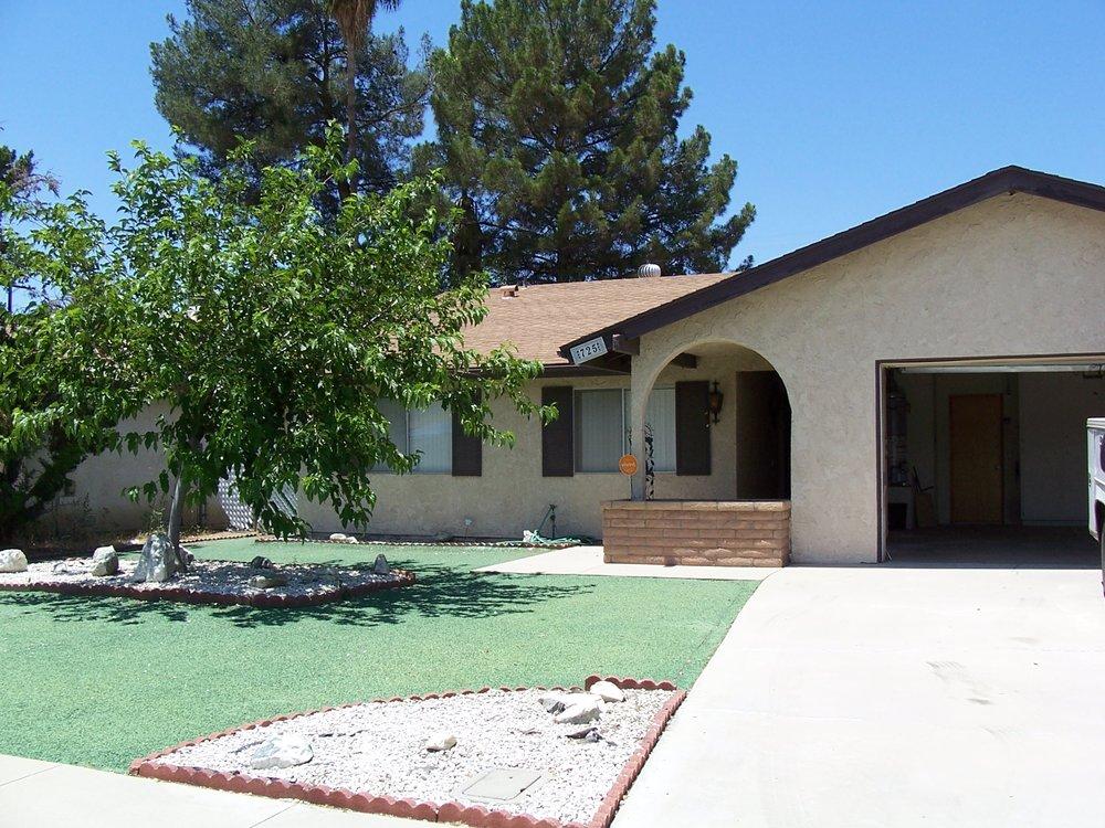 725 LORRAINE LANE HEMET, CA. Gorgeous Turn Key Home Comes With 3 Bd. 2 Ba. And Bonus Room.