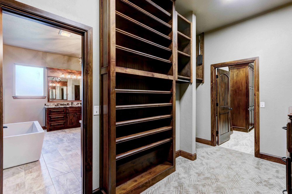 Walk in Closet with Two Entrances
