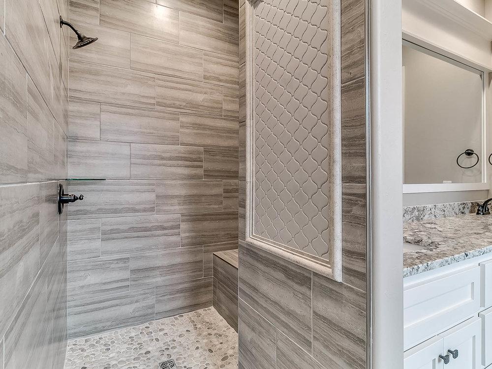 Shower with Backsplash
