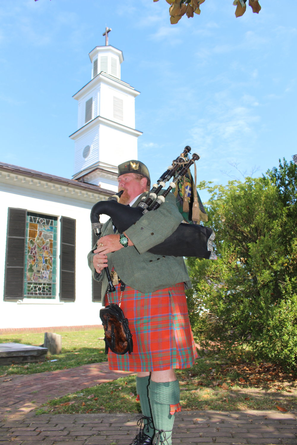 Bagpipes begin the ceremony