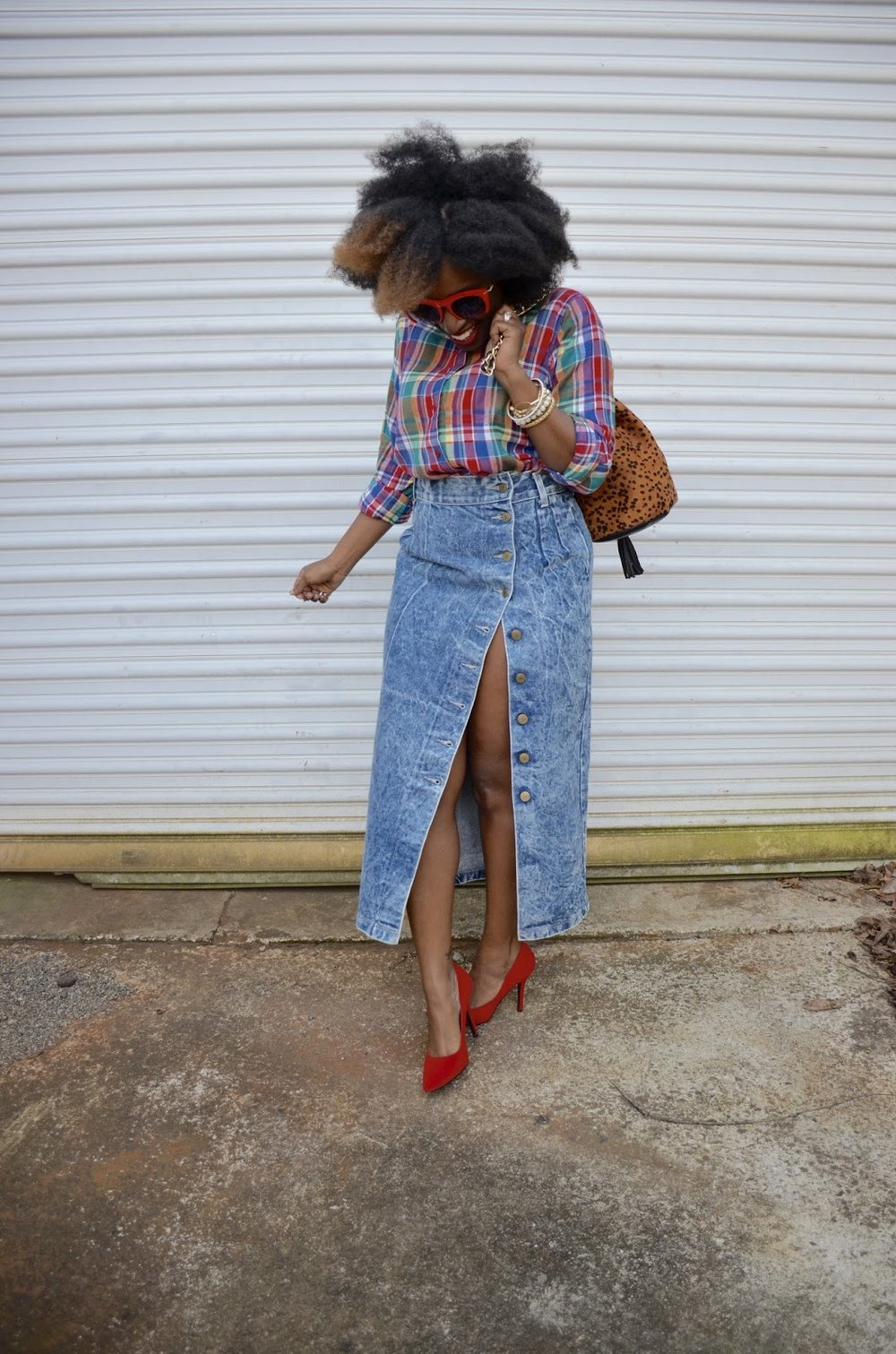 Atlanta blogger, Atlanta style blogger, style blogger, Stylist, Natural girl fashion, vintage street fashion, acid wash skirt, vintage denim, red sunglasses, red pumps, print bucket handbag, black girls killing it, fashion blogger, street style, street fashion, natural hair