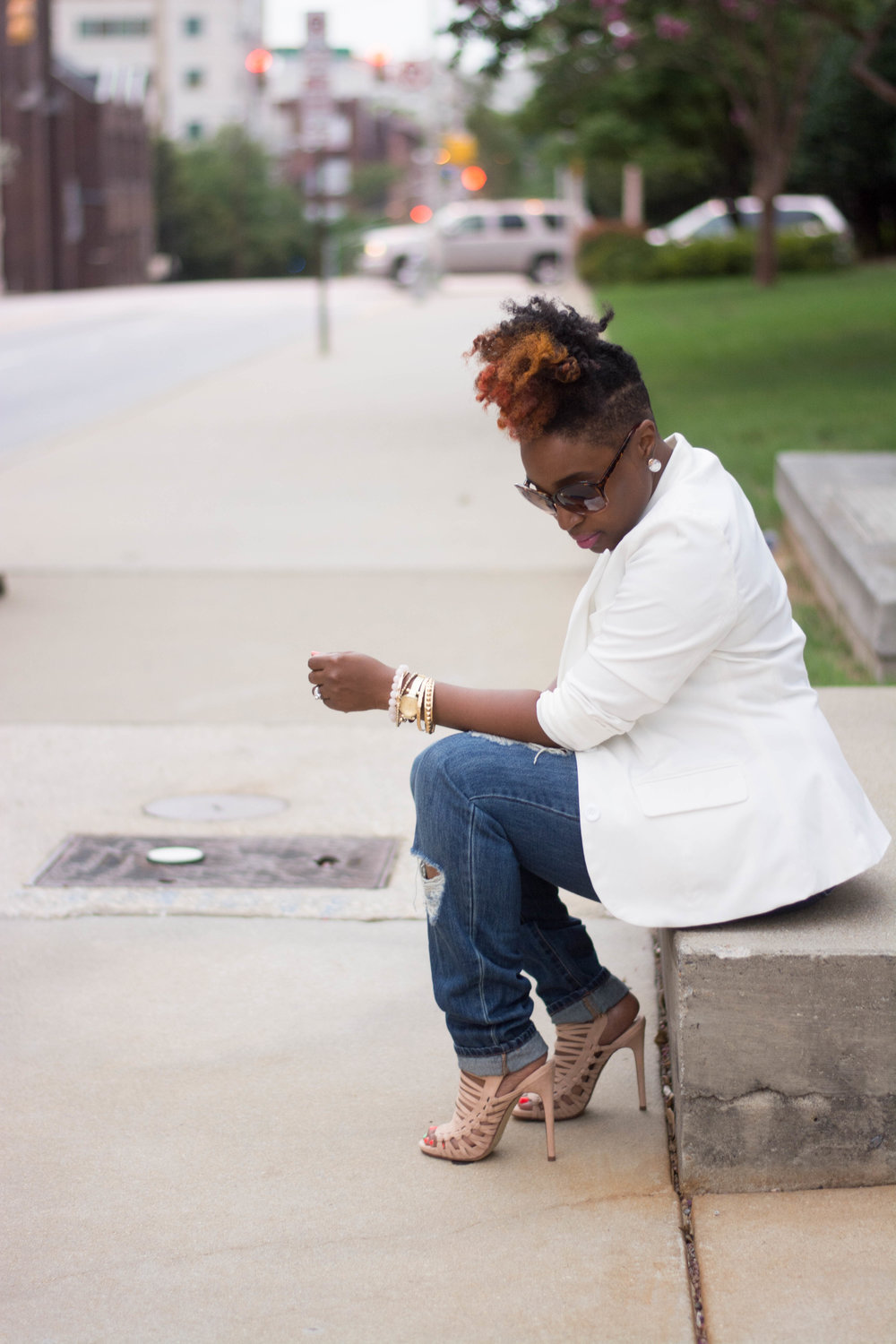 Melodie Stewart, The Style Klazit, Atlanta Style Blogger, Distressed Denim, Cream Blazer