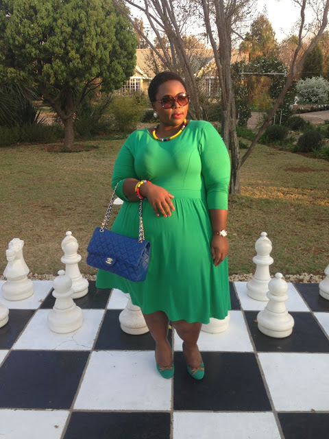 Thulisa Mkhencele - @thickfitandfabulous
