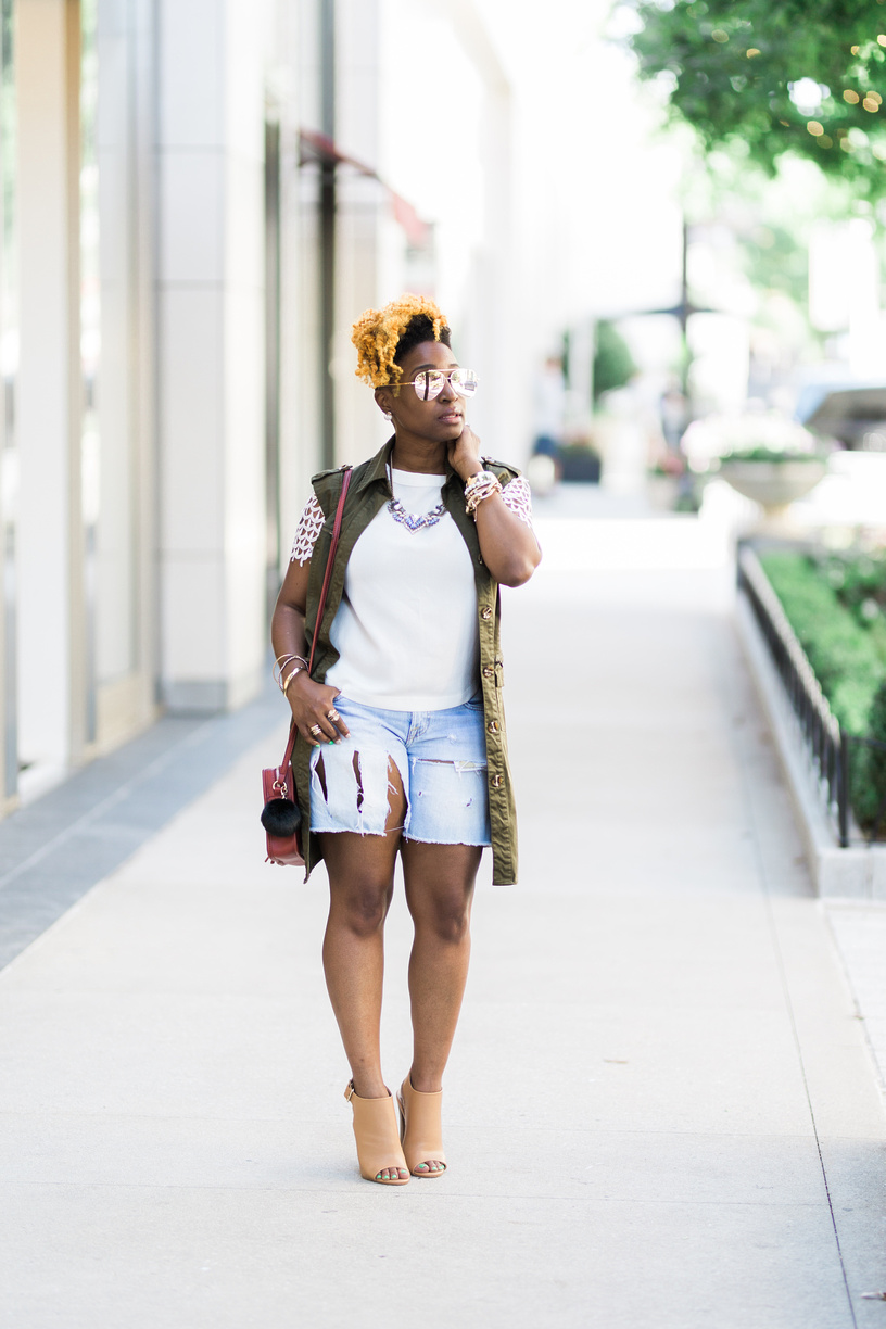 Melodie Stewart, The Style Klazit, Atlanta style blogger, Distressed shorts, olive duster, We love Atlanta, Weekend style inspiration
