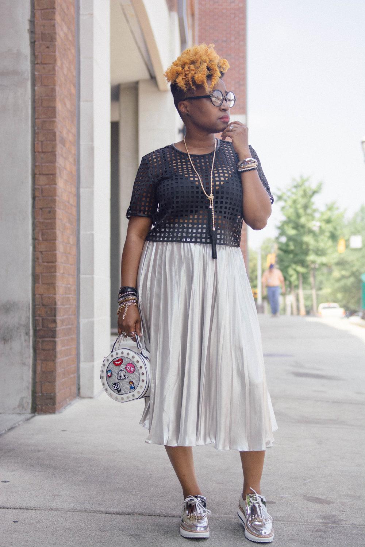 Melodie Stewart, The Style Klazit, Bloggers Closet, Klazit Raid, Atlanta style blogger, Silver metallic skirt, Zara silver brogues