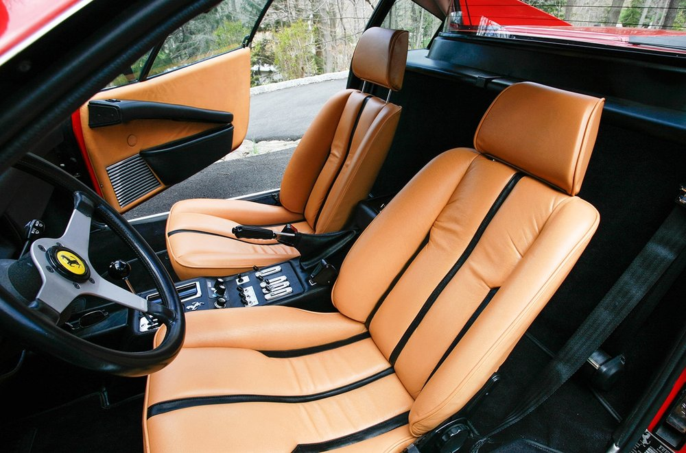 Ferrari_308_interior_detail_2.jpg
