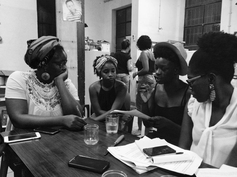 Com inspiração na Carta Africana de Princípios Feministas, a nossa estratégia de actuação inclui três focos estratégicos:1) conscientização;2) mobilização;3) advocacia. -
