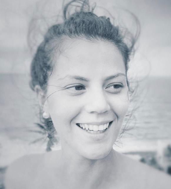 Lara Longle