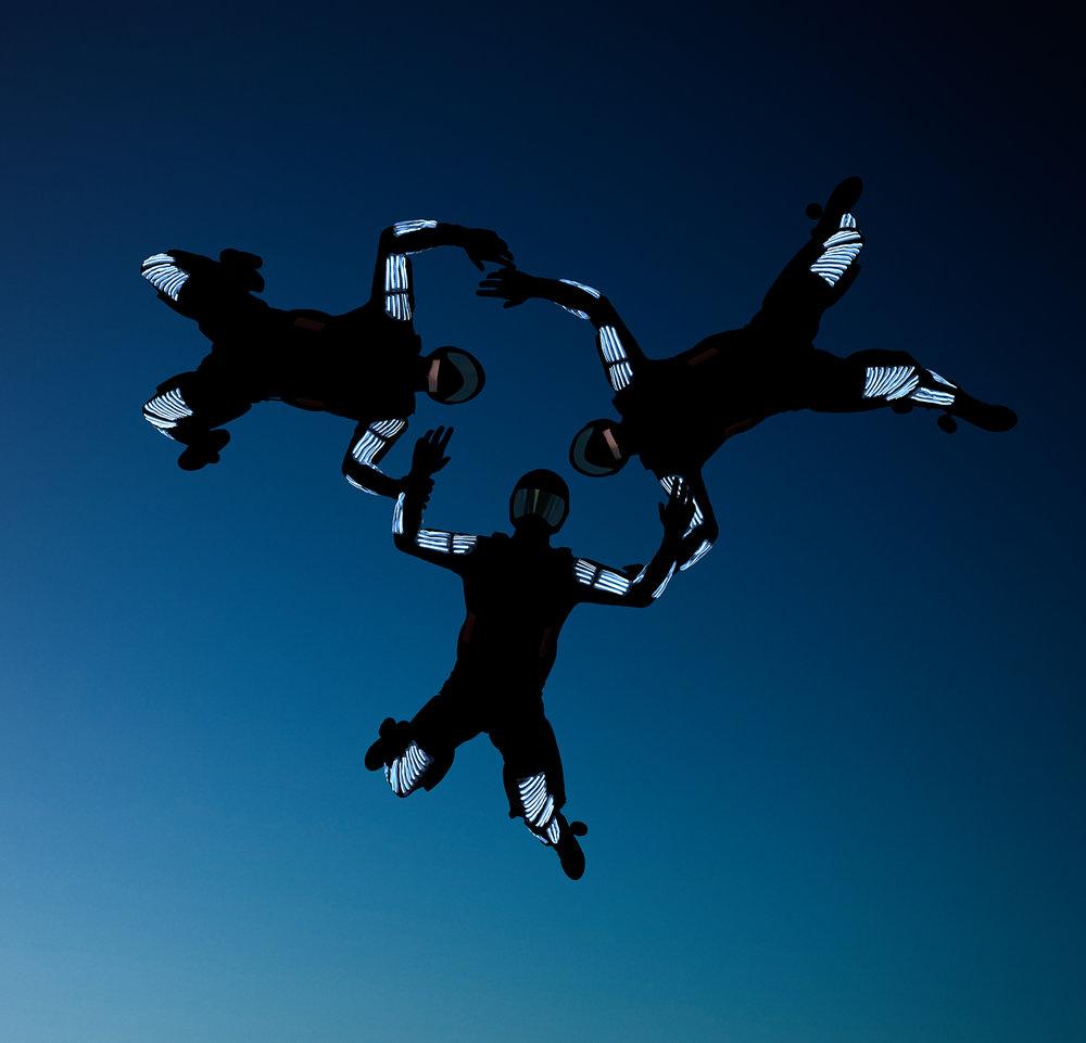 skydivers2.jpg