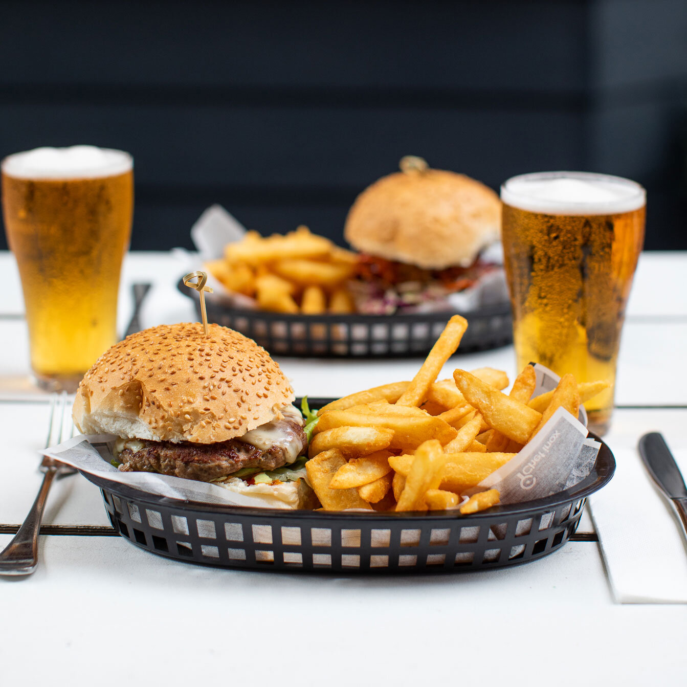 Wednesday Burger Beer Romano S Hotel Wagga Pub Cocktail Bar And Event Venue