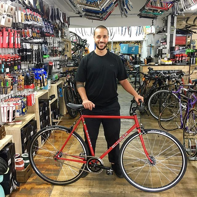@zziisshh and his Blower single speed build this morning #blower  #singlespeed #reynolds531c