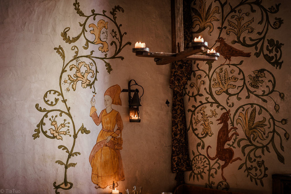 Painted walls in Olde Hansa