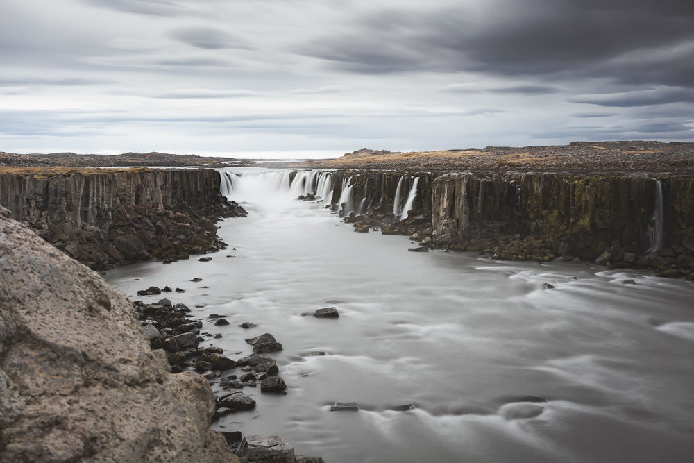 Dettifoss from further away, courtesy of @snapzak