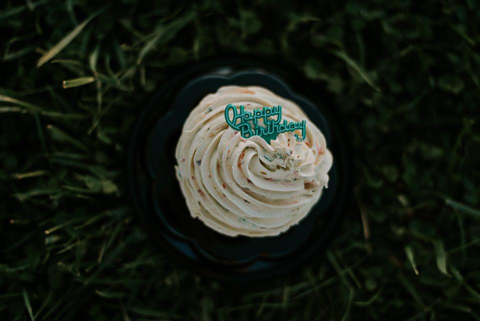 Guthrie turns one- cake smash, northern kentucky family photographer-5.jpg