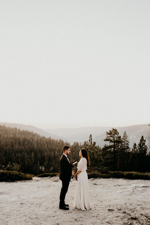 fotografo-de-casamento-em-goias-goiania-casamento-ao-ar-livre-casamento-no-campo-enlopement-casamento-boho-vintage.j.jpg