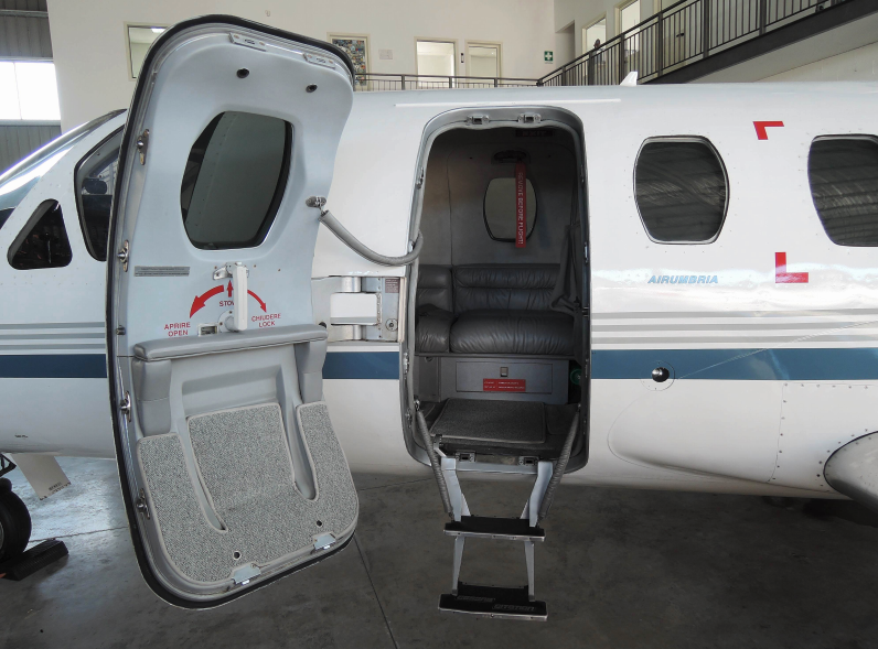 1976 CESSNA CITATION 500 exterior-door open.png
