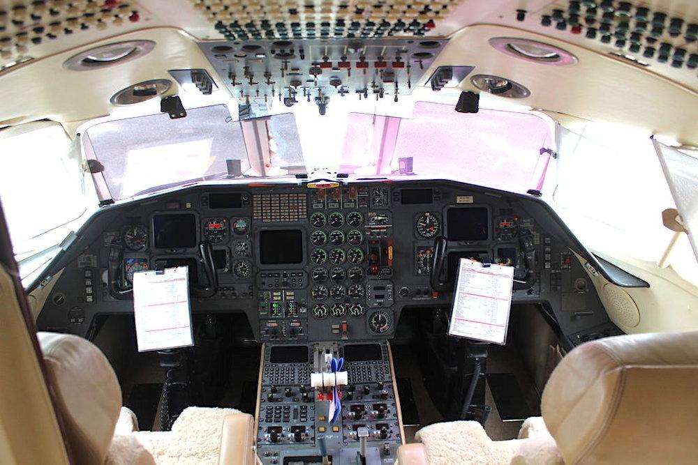 Falcon 900B SN 33 -02.jpg