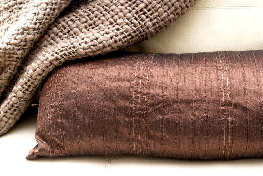O Cushion & throw detail ed.jpg