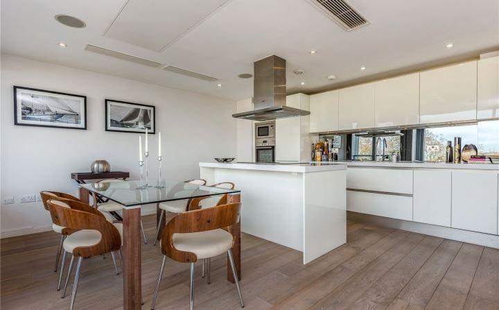 Dining Kitchen 01.jpg
