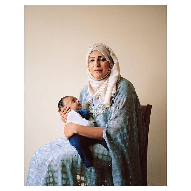 """Sophie Morris @sophiemorrisphotography """"Zaenab Aydin"""" #sophiemorris #portrait #reportage #motherhood #baby #mother #motherandchild #madonnaandchild #equallens #5050photography"""
