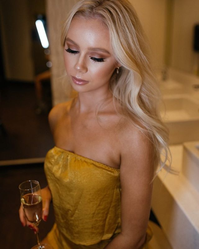 Thirsty Thursday anyone?? 🥂🥂 Living for @emrosew_ look! & @katrinamariemakeup skills, can you come live with us??