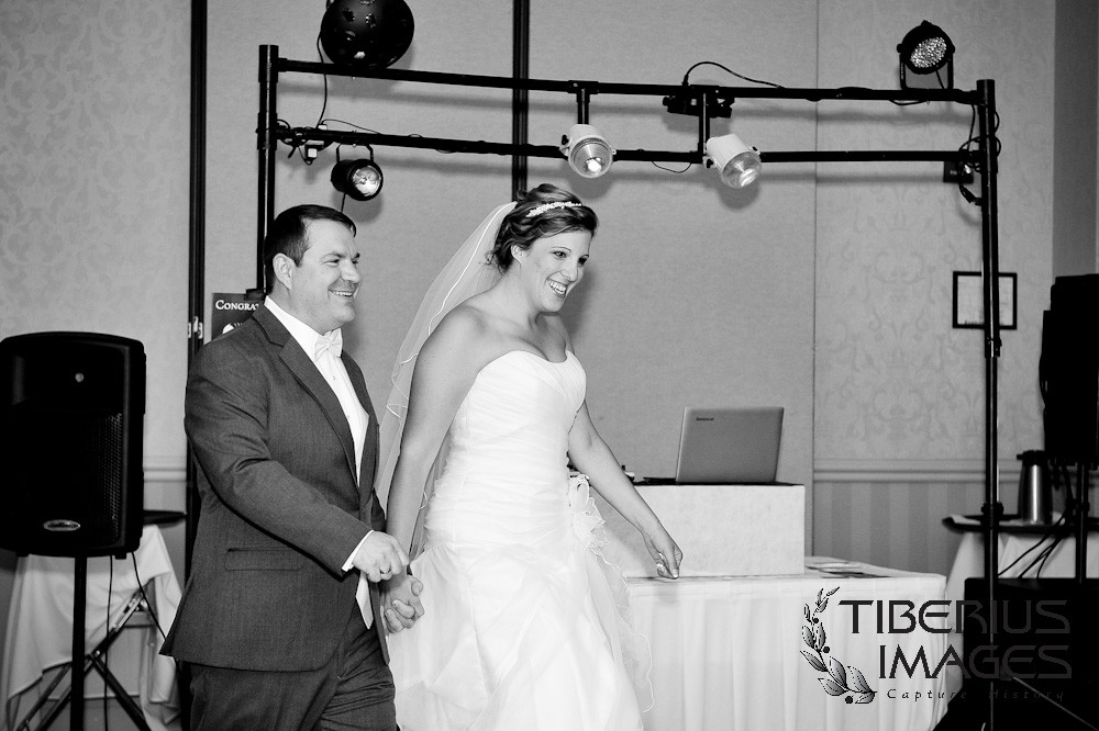 st georges wedding photos, wedding reception at grand rapids hilton, grand rapids wedding, grand rapids wedding photos, grand rapids wedding photography (34)