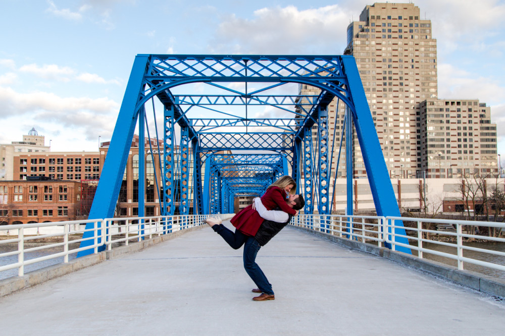 downtown grand rapids engagement photos, engagement photos downtown grand rapids, engagement photos grand rapids, grand rapids engagement photos, blue bridge engagement photos grand rapids, grand rapids engagement photos blue bridge (4)