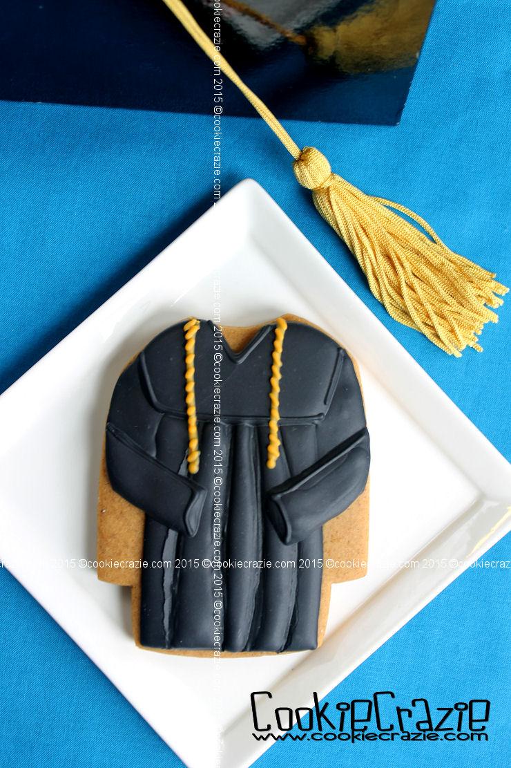 /www.cookiecrazie.com//2015/05/graduation-robe-cookie-tutorial.html