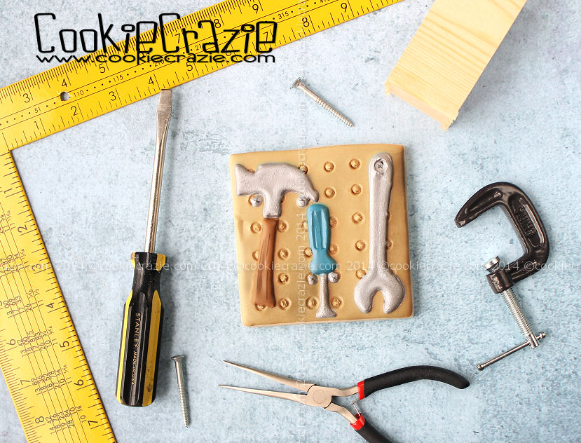 /www.cookiecrazie.com//2014/06/tools-on-pegboard-cookie-tutorial.html