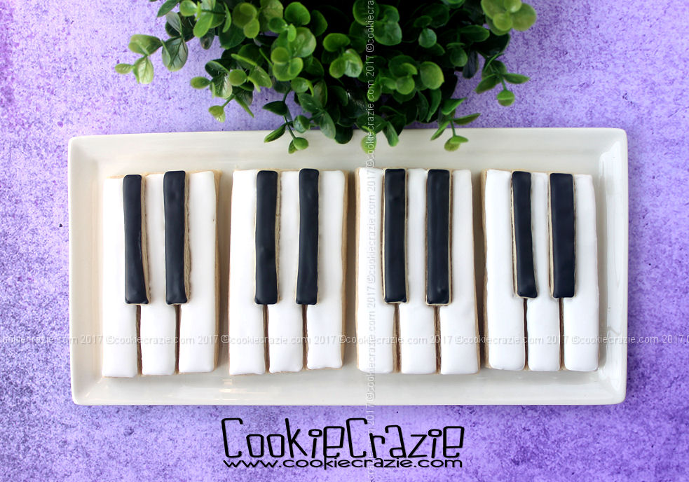 Piano Keys Decorated Cookie (Tutorial)