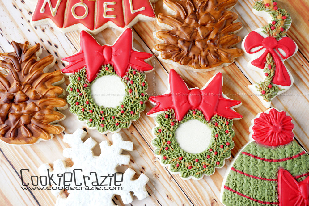 Christmas Wreath Decorated Cookie (Tutorial)
