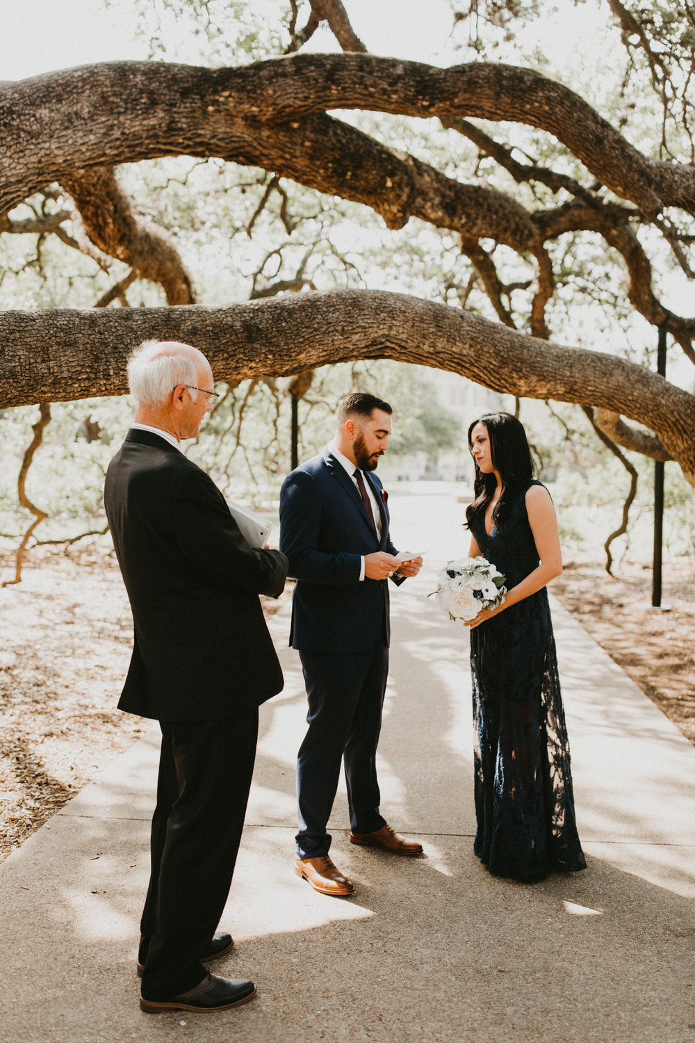 Elopement under Century Tree Colege Station Texas
