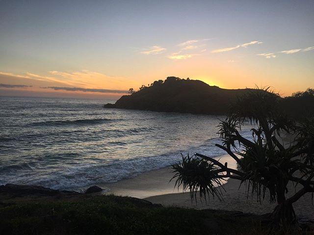 Cabarita sunrise 🌅💛  #goodmorning!! #surf 🙌🏼 . . . . . . #cabaritabeach #caba #surfing #australia #cabarita #eastoast #coast #summer #hot #waves #ocean #swim #early #6am 🏄🏼♀️ #sunrise #beachbreaks #surfbreak #holidays