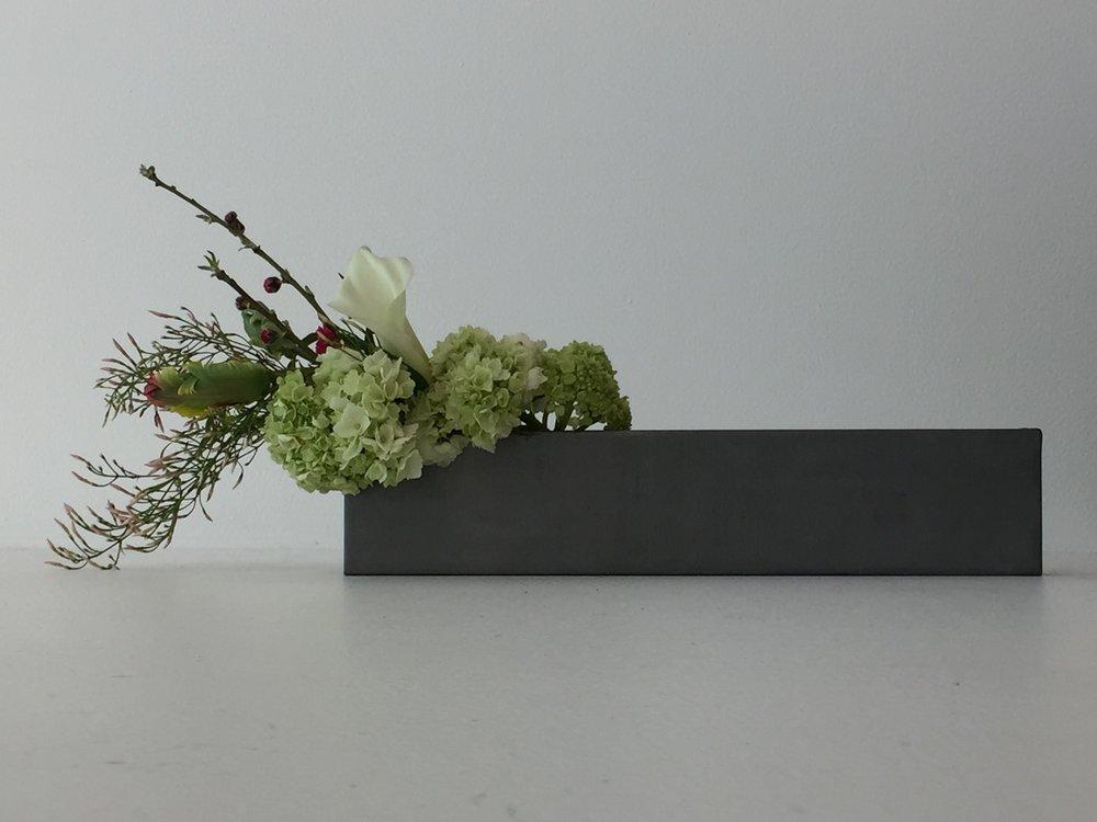 IMG_4467Lumiflowers.Ikebana.Longsteelvase.jpg