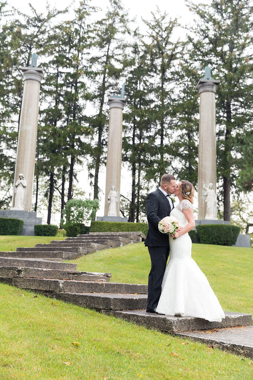 You will never guess that this wedding took place in a cemetery...the couple met at Mortuary Science school...how AWESOME is that!?!?!