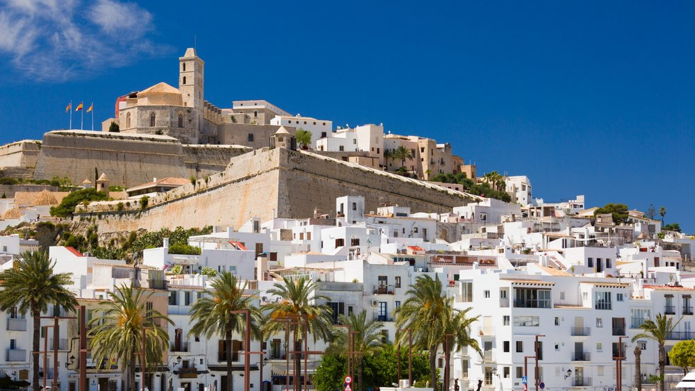 Learn around TOWN - Speak Spanish around Ibiza on guided tours.It´s show time! Let´s go out into the real world and put into practice everything that you have learnt in class and at home. Let me take you around the island´s most iconic markets, museums and beaches and let´s have conversations with real people.I will plan trips around your interests and show you what it's really like to be an Ibiza resident. You will discover the Ibiza that doesn´t get advertised in tourist guides.