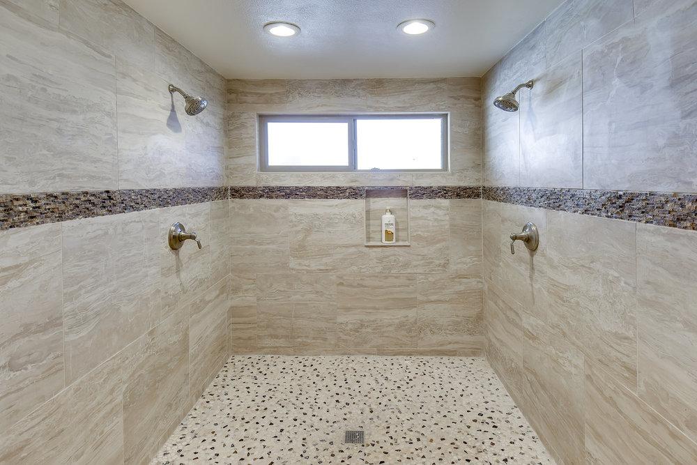 Bathroom 1 3.jpg