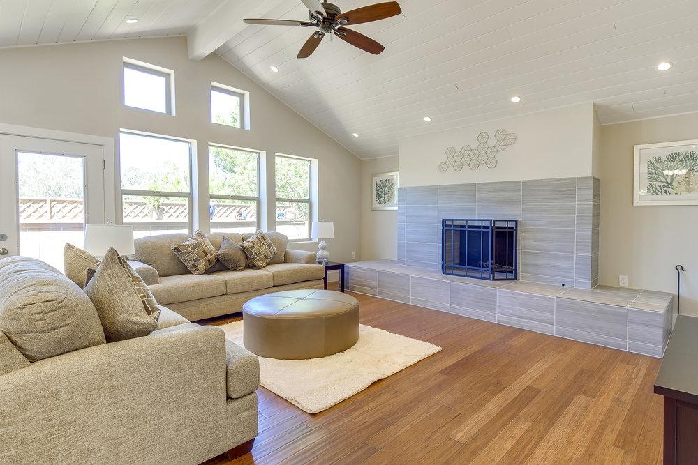 Living Room 1 1.jpg