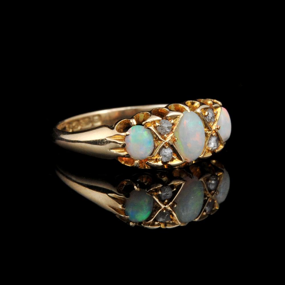 Beautiful Opal & Diamond Ring