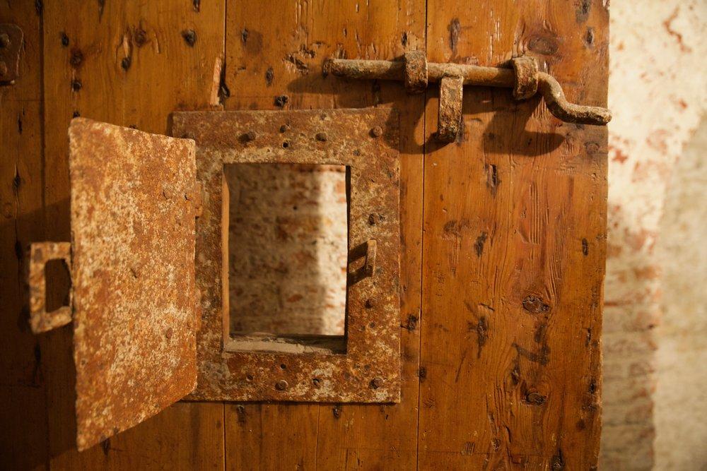 house of correction door rochester kent cream