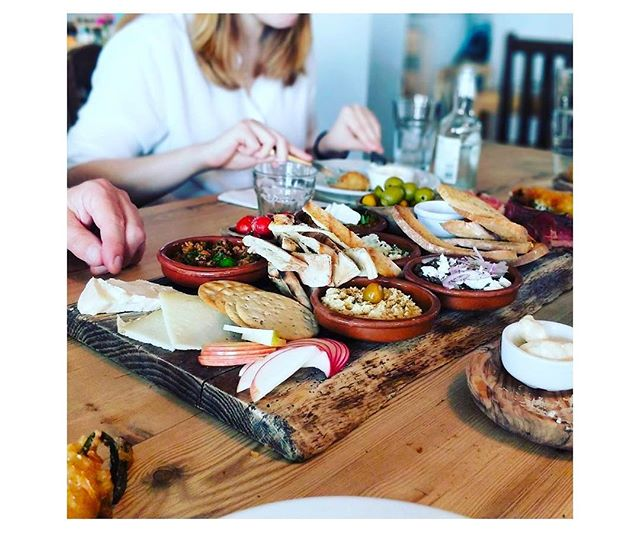 If you're a self confessed 'food-grammer'.. you'll love this.. We've done the hard work & found some of the most Instagram-able place to eat in Kent... • 📲  link in bio • • 📸 @keziastewart • • 📍 JoJo'a Tankerton •