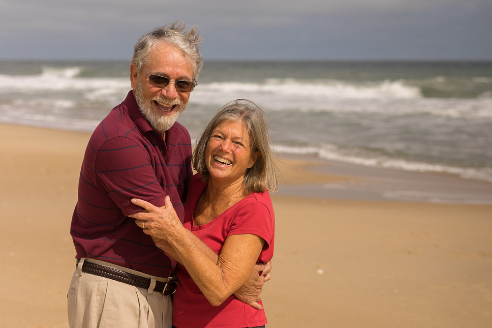 mom and dad embrace on the beach-San Francisco bay area lifestyle photographer