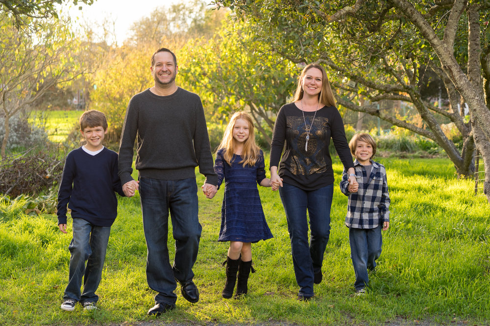 family of 5 walking in the gardens-San Ramon lifestyle photography