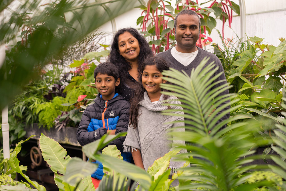 Family_of-four-gardens-Oakland-photographer